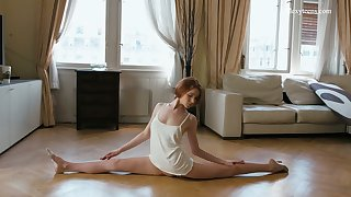 Keen-edged ballerina Milla Lukoshkina shows off yummy muff coupled with does rub-down the splits