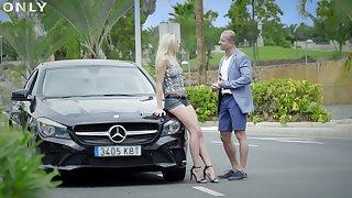 Long-legged blond gold digger Angelika Grays hooks fingers on elder rich guy