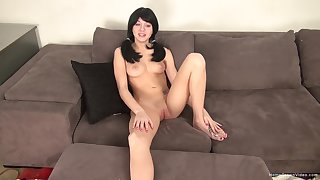 Amateur girlfriend spreads her legs for pussy drilling by her BF