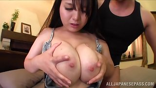 Curvy Asian wife Anna Natsuki moans during balls impenetrable depths ride herd on