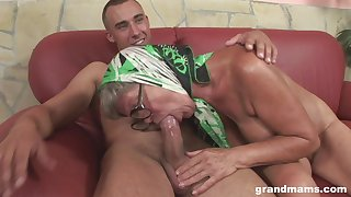 Perverted mature plow with saggy titties feels great riding sopping cock