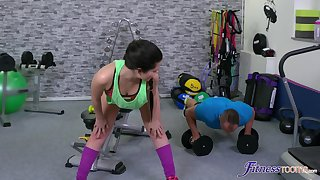 Big-boned bitch Cassie Fire congeries some hot sex at the gym