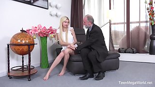Hope in Old-n-young - Blondie Follows Her Old Teacher
