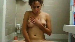 elle s eclate dans la salle de bain