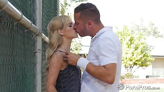 Danny Mountain and Bella Rose enjoys passionate sex in rub-down the garden
